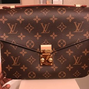 Louis Vuitton Pochette Metis Monogram Like New